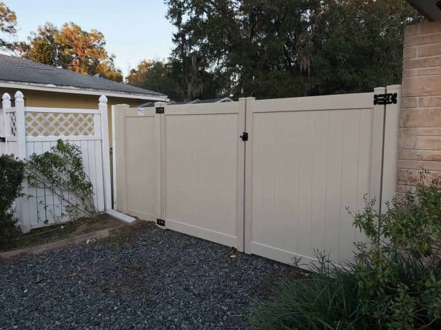 https://www.superiorfenceandrail.com/wp-content/uploads/2017/05/VINYL-GATES-640x480.jpeg