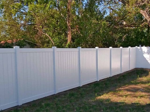 https://www.superiorfenceandrail.com/wp-content/uploads/2018/03/vinyl-fence-lakeland-superior-fence-and-rail-2-640x480.jpg