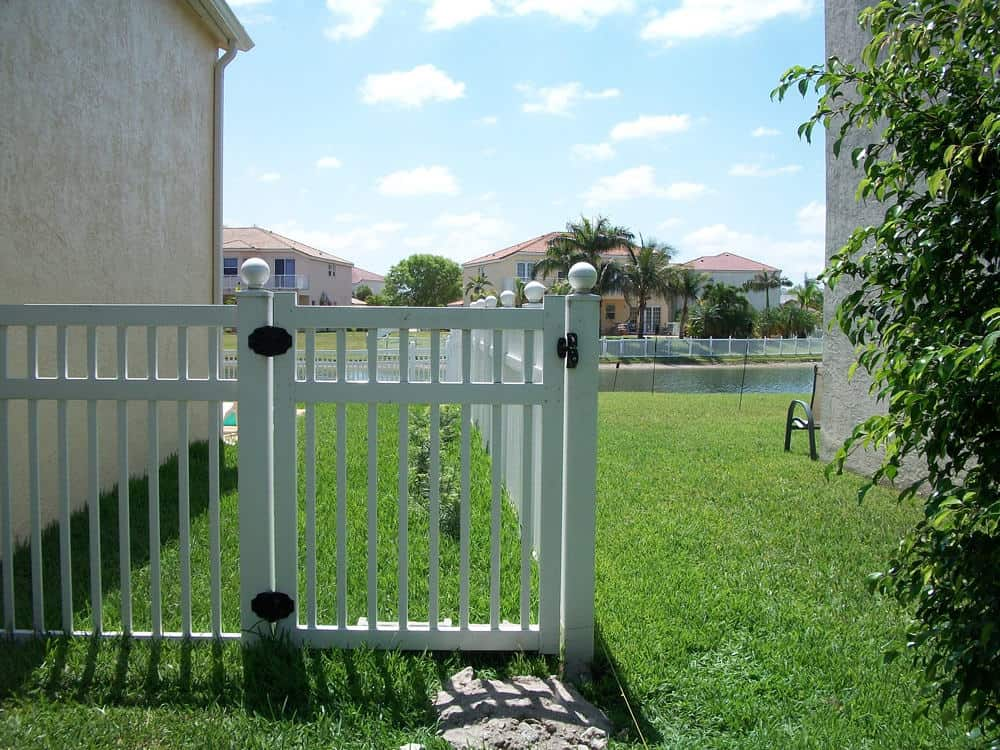 Picket Fence Pictures Florida Vinyl Picket Fence Gallery