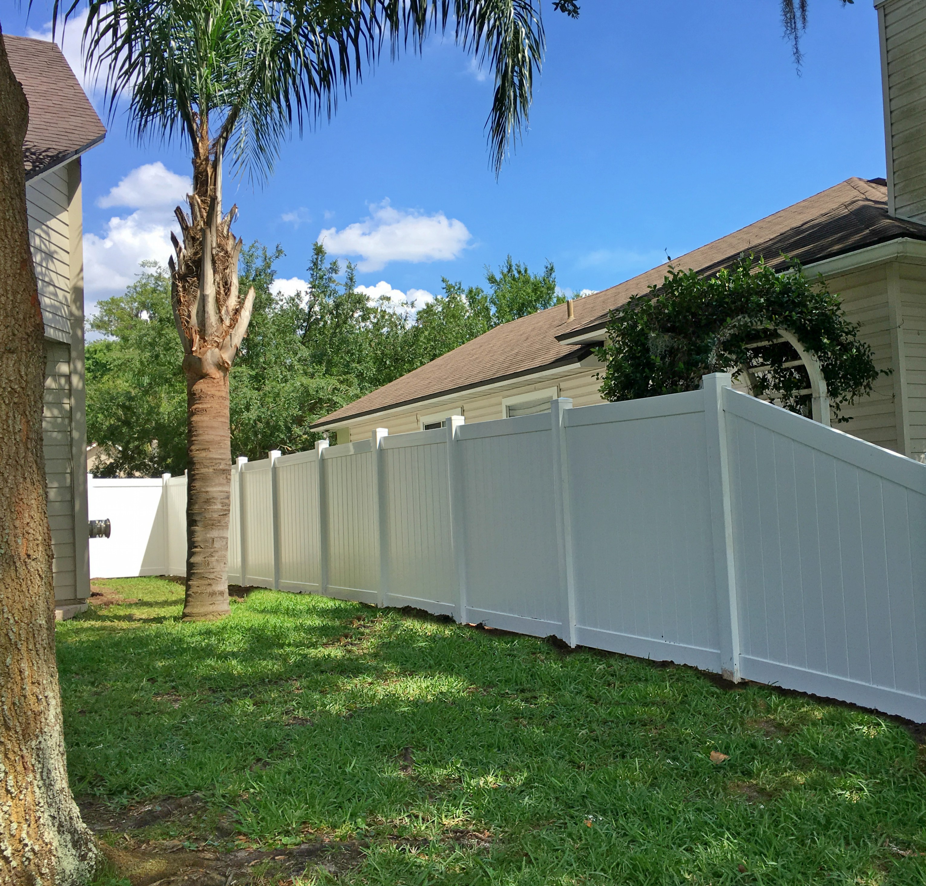 White Vinyl Fence Jacksonville Featured Installation