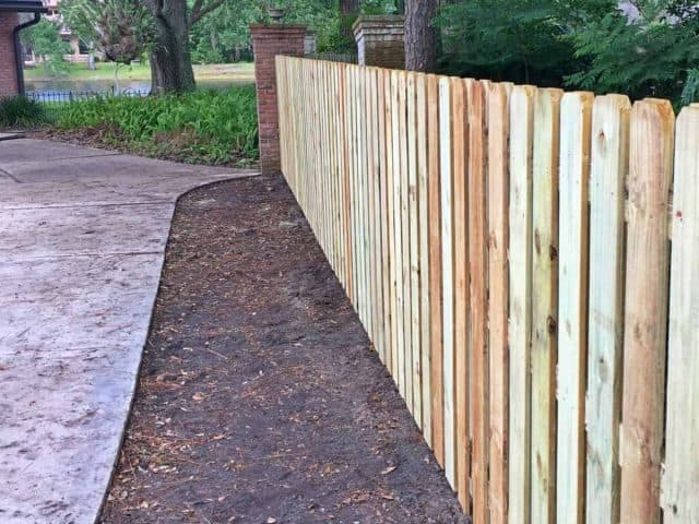 https://www.superiorfenceandrail.com/wp-content/uploads/2018/07/wood-fence-jacksonville-superior-fence-and-rail-3-e1538578660733-640x480.jpg