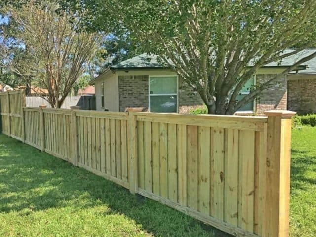 https://www.superiorfenceandrail.com/wp-content/uploads/2019/02/custom-wood-fence-jacksonville-superior-fence-and-rail-2-1-e1549275828859-640x480.jpg