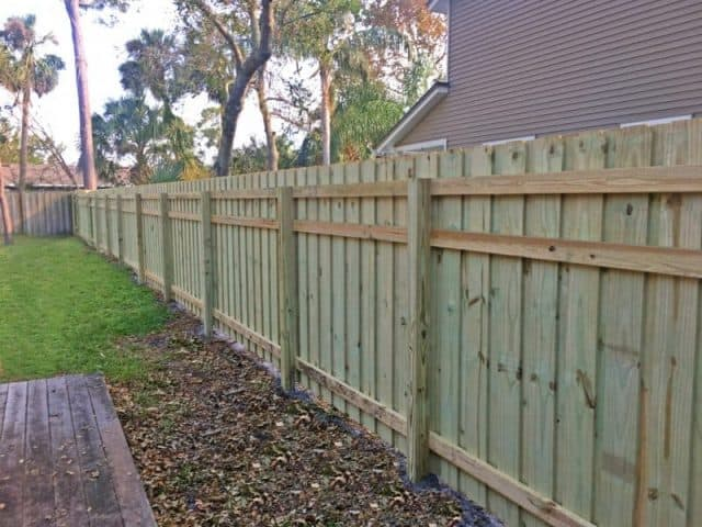 https://www.superiorfenceandrail.com/wp-content/uploads/2019/02/wood-fence-superior-fence-and-rail-e1549222890905-640x480.jpg