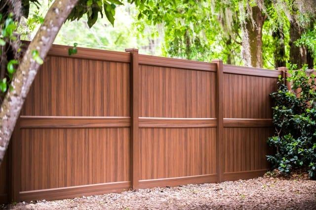 Heartwood Vinyl Fence Residential
