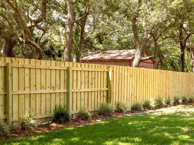 https://www.superiorfenceandrail.com/wp-content/uploads/2019/06/Raleigh-Fence-Company-1920x1280-640x480.jpg