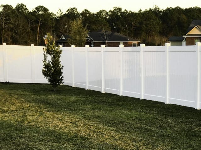 https://www.superiorfenceandrail.com/wp-content/uploads/2020/02/Belle-Meade-Fence-Company-Put-Service-First-640x480.jpg