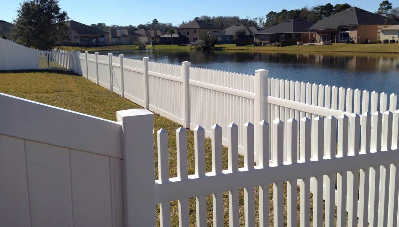 https://www.superiorfenceandrail.com/wp-content/uploads/2020/03/Cary-fence-installation-picket-water-front-1280x728.jpg