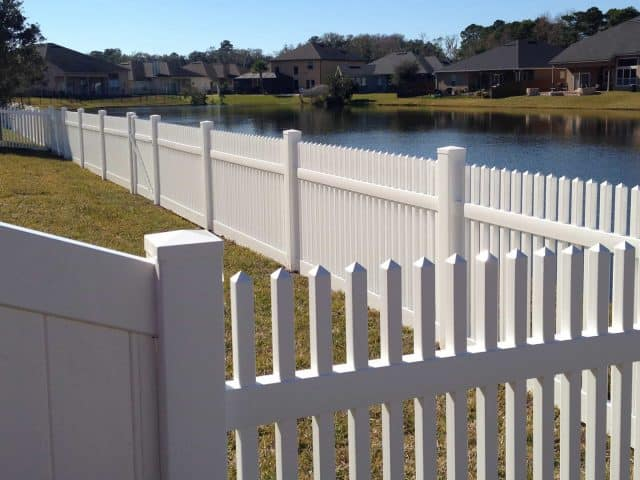https://www.superiorfenceandrail.com/wp-content/uploads/2020/03/Cary-fence-installation-picket-water-front-640x480.jpg