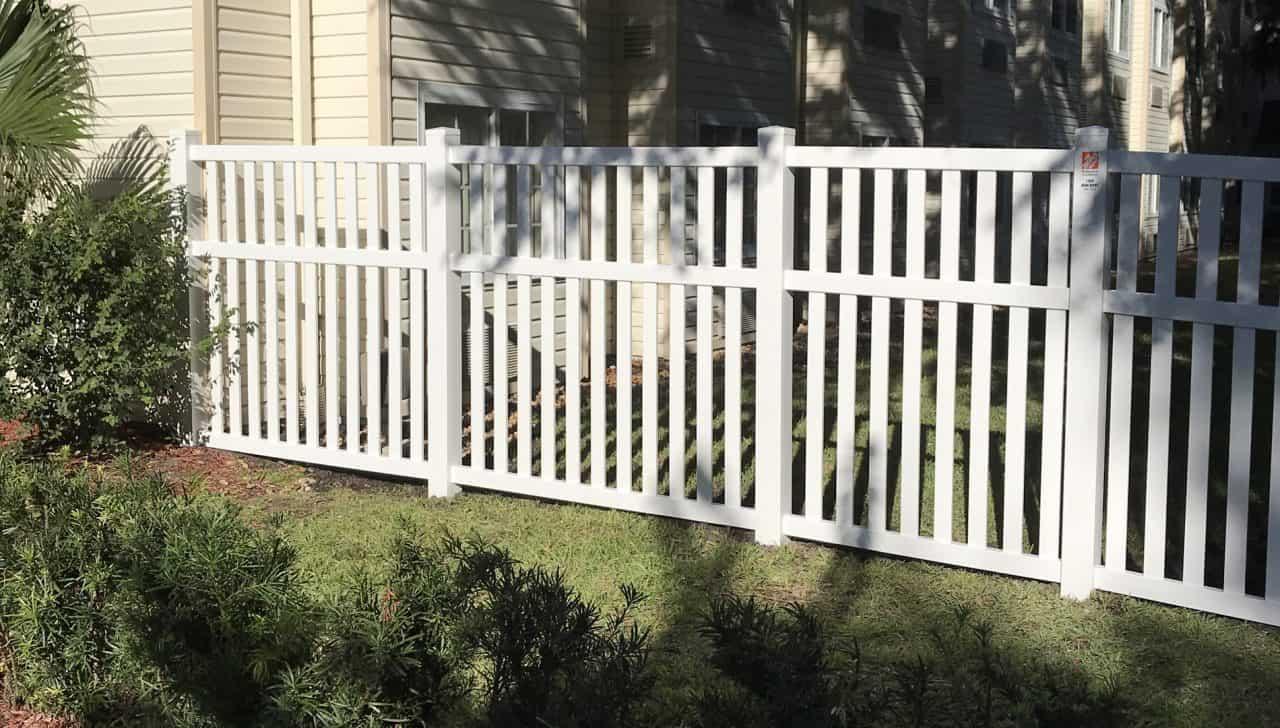 https://www.superiorfenceandrail.com/wp-content/uploads/2020/03/Durham-Fence-Builder-Modern-white-Vinyl-1280x728.jpg