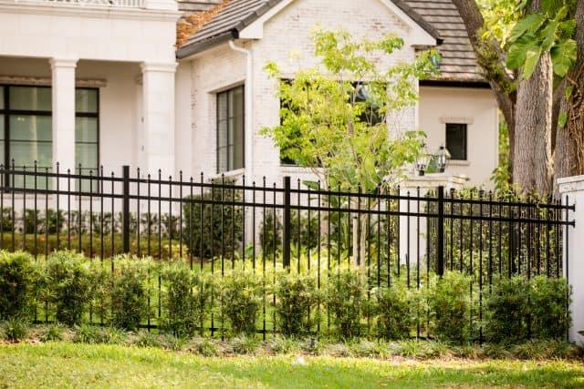 200 Parkland Aluminum Fence Bronze