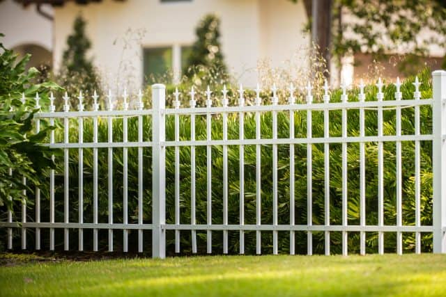 600 Monarch Aluminum Fence White Finial