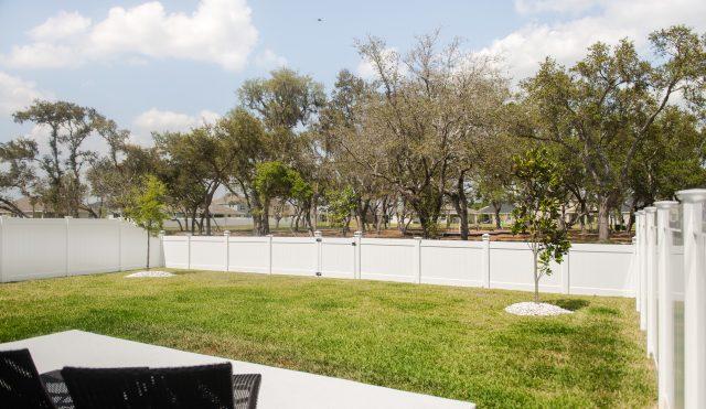 hamilton vinyl privacy fence 4ft