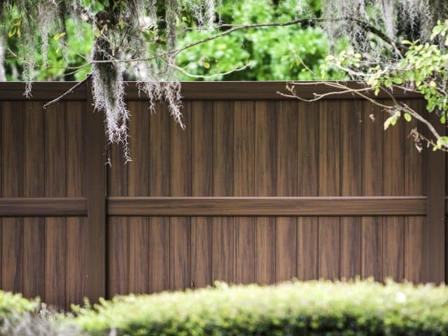 https://www.superiorfenceandrail.com/wp-content/uploads/2020/05/Morrisville-Fence-Company-Heartwood-Vinyl-Privacy-Fence-1-640x480.jpg