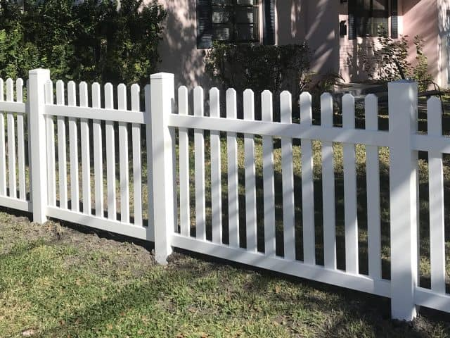https://www.superiorfenceandrail.com/wp-content/uploads/2020/05/Nolensville-Fence-Company-White-pickets-residential-640x480.jpg