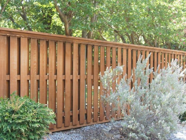 https://www.superiorfenceandrail.com/wp-content/uploads/2020/05/The-Colony-Fence-Company-Wood-Fences-640x480.jpg