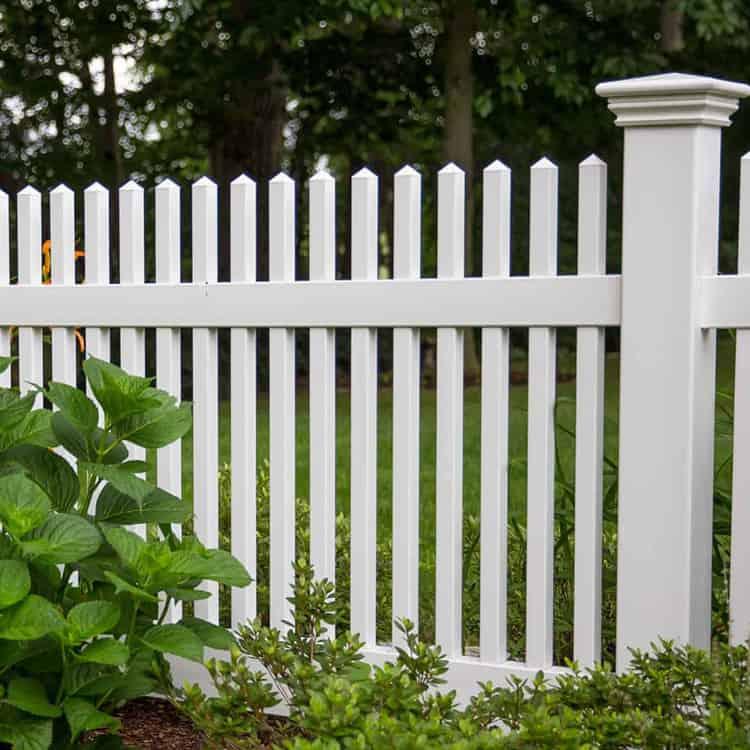 https://www.superiorfenceandrail.com/wp-content/uploads/2020/06/Orlando-Fence-Company-Vinyl-Fencing-Chestnut-White.jpg