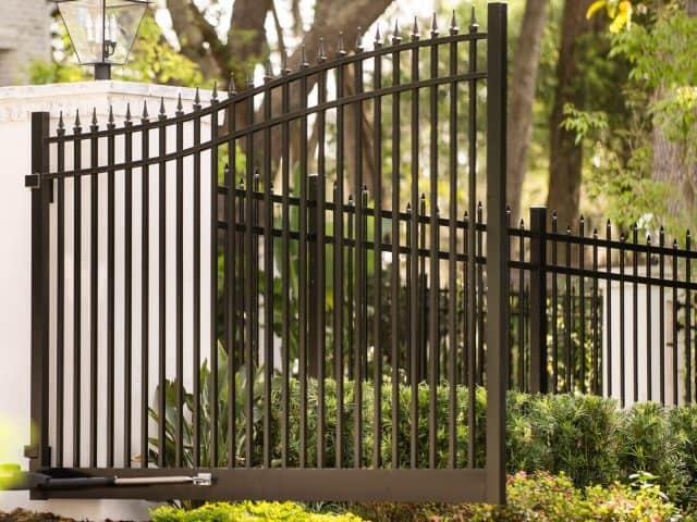 https://www.superiorfenceandrail.com/wp-content/uploads/2020/06/Zebulon-gate-company-black-aluminum-gate-640x480.jpg
