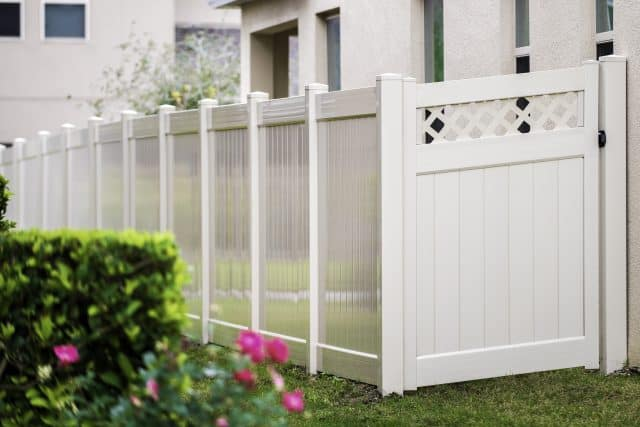 Which Fence Company Should I Hire in Clearwater Beach?