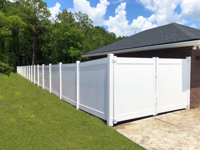 How to Choose the Best Clermont Fence Company for My Backyard Project