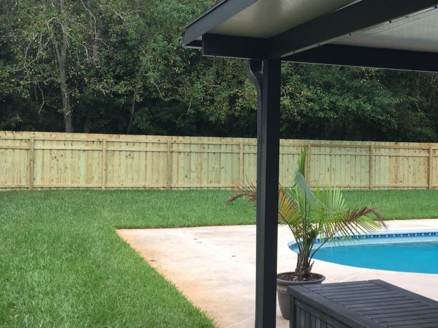 https://www.superiorfenceandrail.com/wp-content/uploads/2020/06/wood-pool-fence-640x480.jpeg
