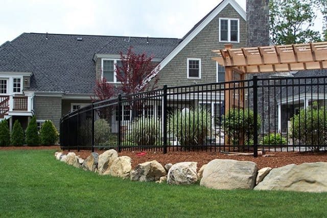 How to Save Money When You Hire a Gainesville Fence Company