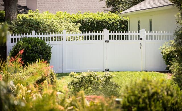5 Reasons To Not Build a Fence Yourself