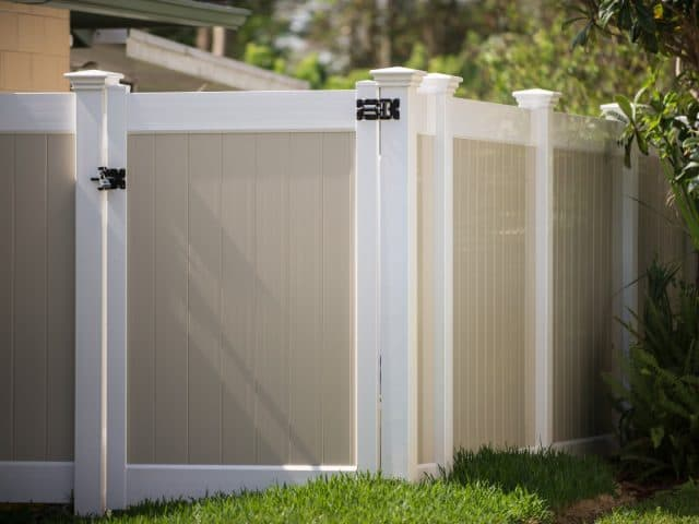 https://www.superiorfenceandrail.com/wp-content/uploads/2021/01/Fence-Company-Fence-Installations-640x480.jpg