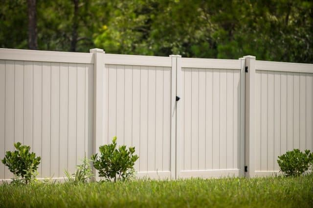 Choose a Lake City Fence Company that Makes First-Class Service a Top Priority