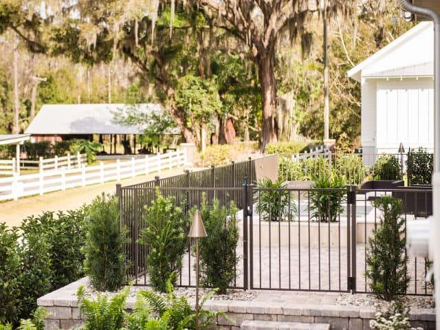https://www.superiorfenceandrail.com/wp-content/uploads/2021/01/Port-St-Lucie-fence-company-640x480.jpg