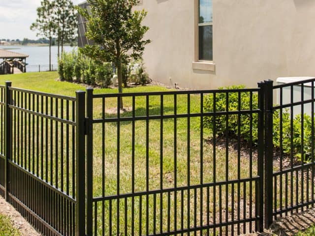 https://www.superiorfenceandrail.com/wp-content/uploads/2021/02/Kissimmee-fence-company-640x480.jpg