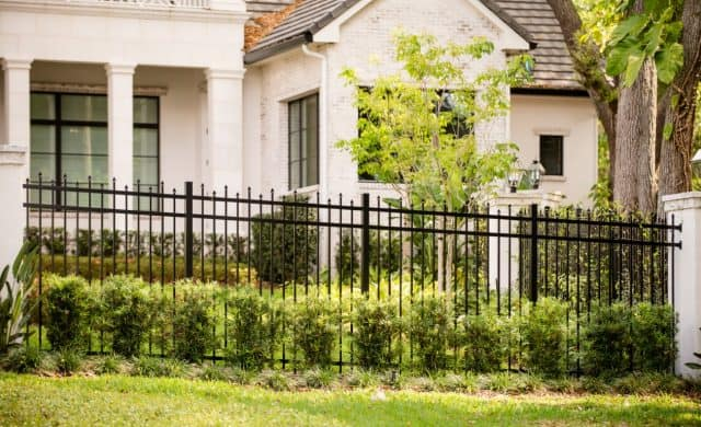 Which Naples Fence Installation Company Offers the Best Service?