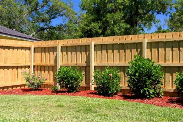 7 Things to Consider When Choosing a Stratford Fence Company