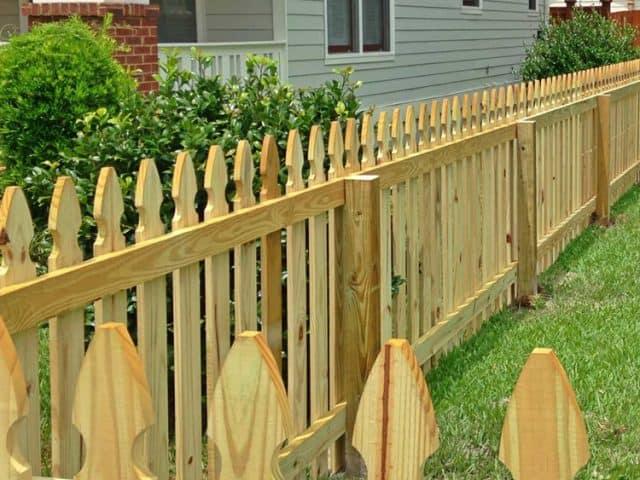 https://www.superiorfenceandrail.com/wp-content/uploads/2021/08/Conshohocken-Fence-Company-wood-picket-640x480.jpg