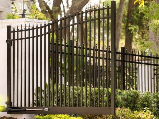 https://www.superiorfenceandrail.com/wp-content/uploads/2021/08/Mooresville-fence-and-gate-company-black-aluminum-gate-640x480.jpg