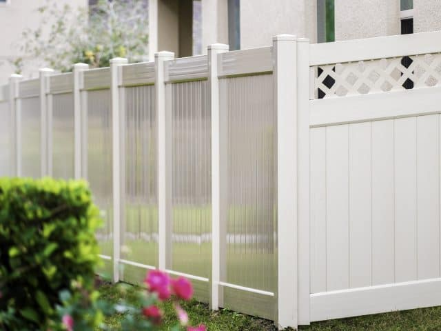 https://www.superiorfenceandrail.com/wp-content/uploads/2021/09/New-Milford-Fence-Company-vinyl-lattice-top-and-gate-640x480.jpg
