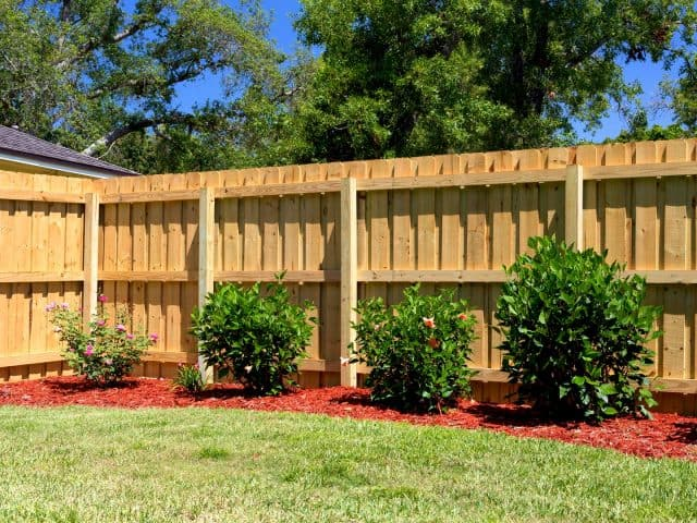 https://www.superiorfenceandrail.com/wp-content/uploads/2021/09/Norristown-Fence-Company-Wood-Fence-Installation-wood-board-on-board-640x480.jpg