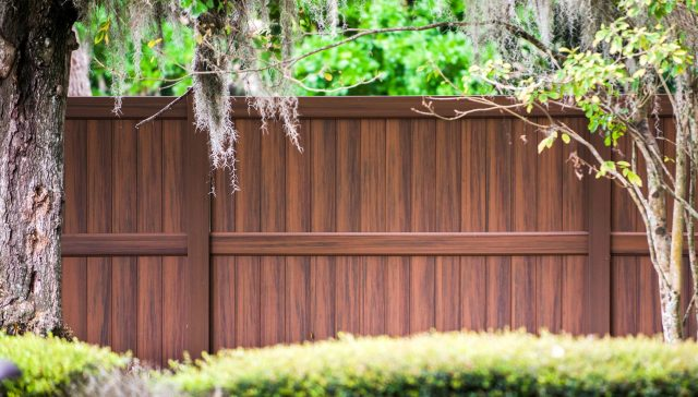 4 Questions to Ask an Oak Hill Fence Company Before Your Fence Installation