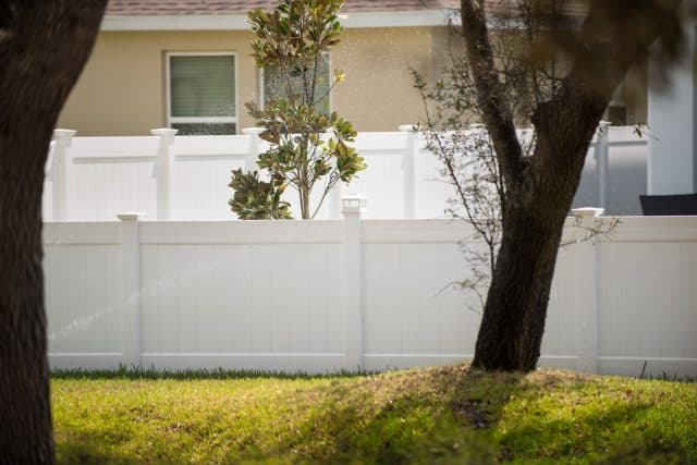 Work with a Palm Beach Gardens Fence Company That Delivers First-Class Customer Service
