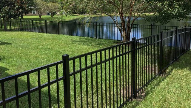 How Does a Palm Harbor Fence Company Handle the Installation Process?